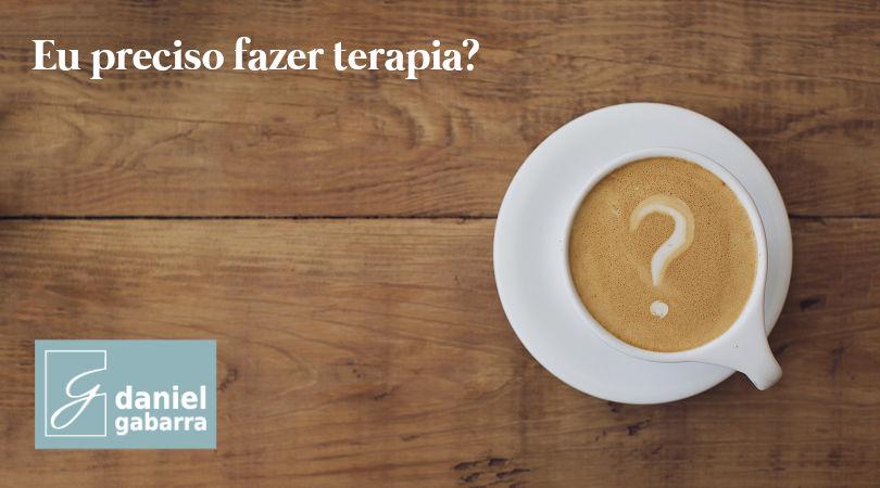 Xícara com café desenhado uma interrogação